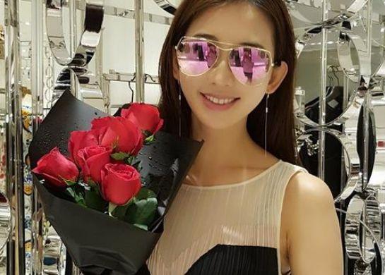 林志玲晒收玫瑰花照