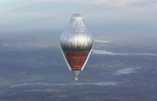 俄65岁冒险家乘热气球绕地球破纪录