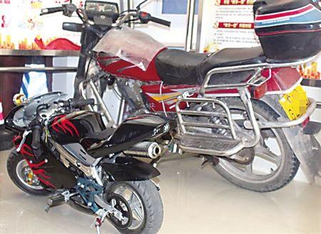 男子花580元网购迷你摩托车第一次上路就追尾被查