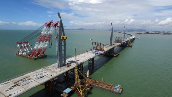 配合港珠澳大桥明年通车,特区政府拟开设由口岸往来东涌专线小巴