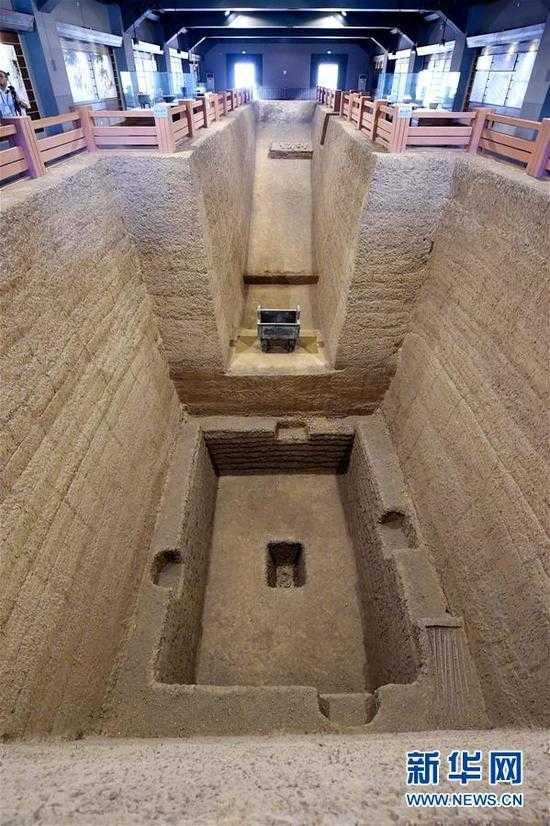 安阳殷墟王陵遗址内的M260展厅(7月13日摄)