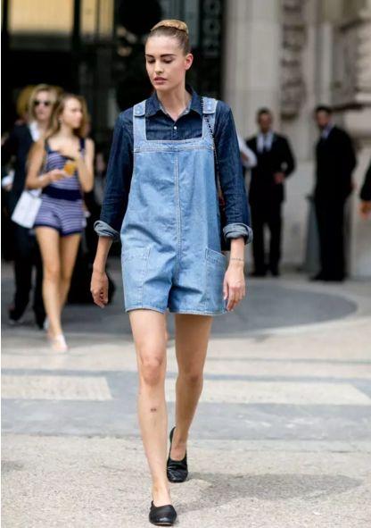 据说背带裤对显瘦和减龄有奇效,看完这些搭配我信了