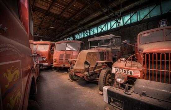 探秘法國古董消防車廢棄倉庫