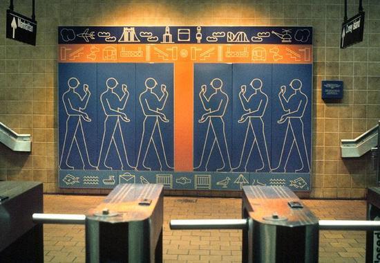 艺术家Rhoda Andors在Kings Highway站的作品《Kings Highway的象形文字》(Kings Highway Hieroglyphs),创作于1987年。图片:Courtesy of the MTA