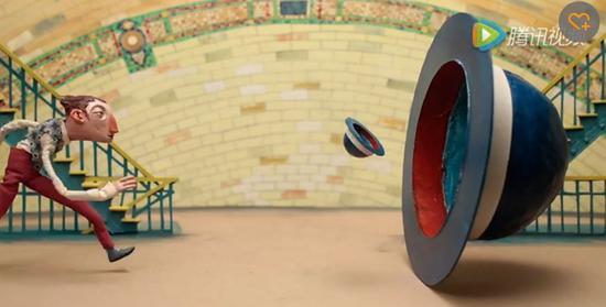 点击观看Chris Sickels(红鼻子工作室)在Fulton中心站的作品《被风吹走的礼帽》(The Blowing Bowler),创作于2016年。视频:致谢艺术家及MTA
