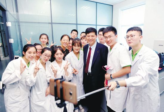 刘瑞海率国际实验室牵手农大