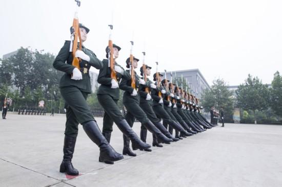 中国人民解放军仪仗队列队完毕,请您检阅 组图