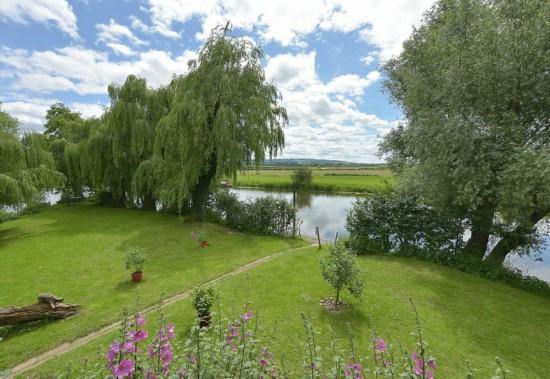 英河畔小屋售價僅需19萬英鎊 位置隱秘環境優美