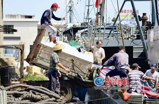 漳州:台风走了,渔船出发开渔��