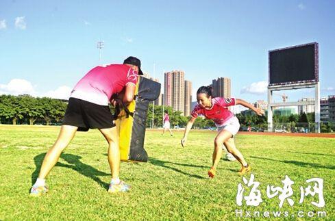 陈芳正在训练