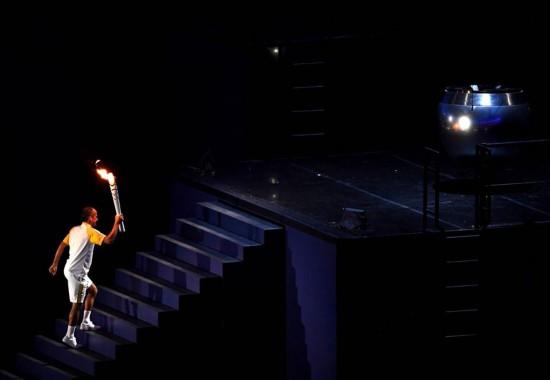 (里约奥运会)范・德利马点燃主火炬
