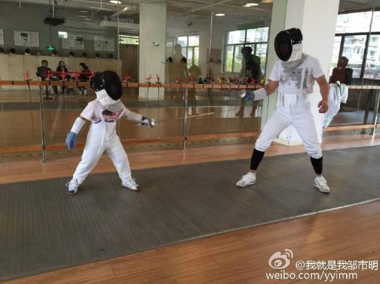 邹市明和儿子轩轩-李小鹏邹市明杨威田亮 那些年的奥运冠军如今都成图片