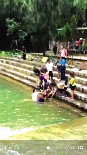郑州市民山西瀑布深潭中救出落水母女仨(图)