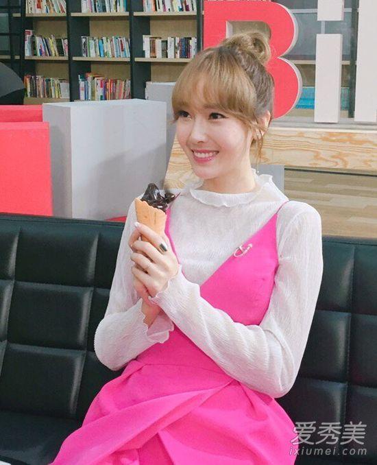 《W-世界衣服》韩孝周的女孩美炸了朴信惠IU两个发型夏天穿什么短发搭配图片