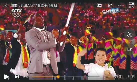 """沈阳小男孩当了一把""""奥运引领员"""""""