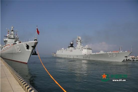 中国海军第24批护航编队从青岛起航(组图)