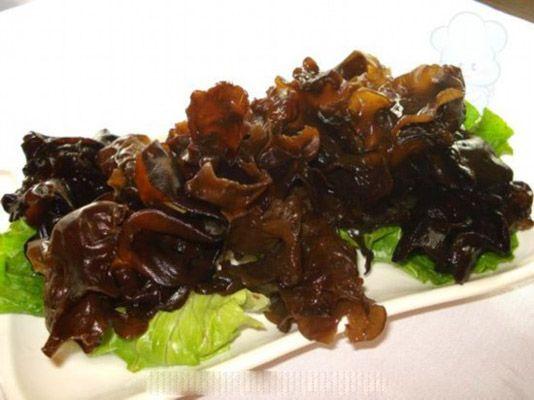 养生警惕:青西红柿烂生姜 14种食物吃错送命