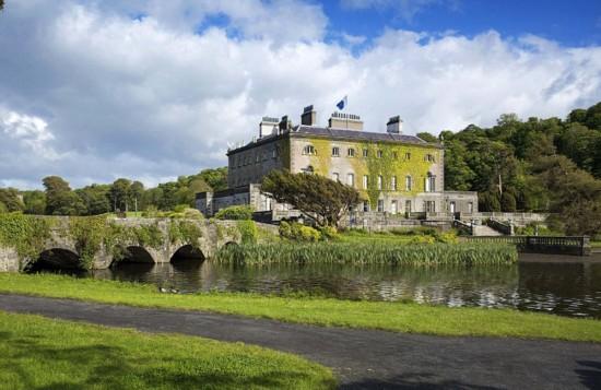 英古老庄园7400万元出售 内含主题公园