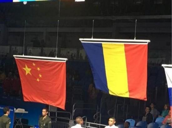 里约奥运会中国女重剑升正确国旗 网友称美国国旗也存在错误