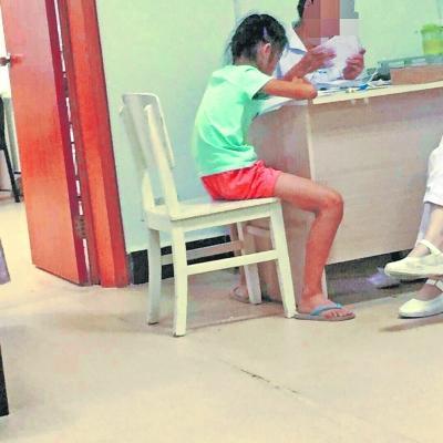 孕妇质疑医生上班时间带孩子 女医生致歉检讨