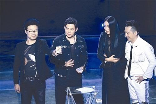 《中国新歌声》周杰伦跨界秀魔术 金曲歌后官灵芝首登舞台