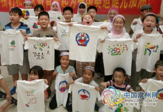 常州20多名小朋友手绘奥运t恤 为中国健儿加油