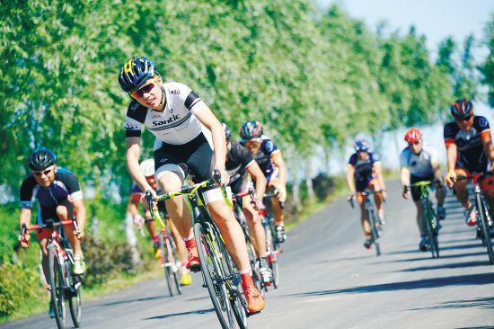 环财湖国际自行车邀请赛启幕