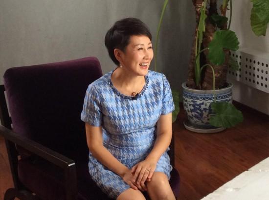 张凯丽:集手绢是我的爱好之一图片