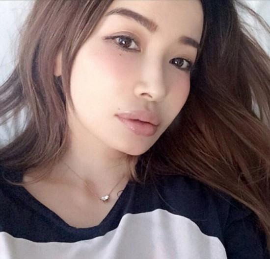 日本45岁模特美照走红 仿佛18岁少女(组图)