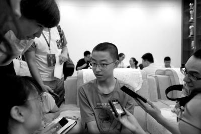 14岁新生清华大学报到 担心打球踢球体力比不上同学