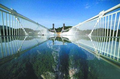 张家界大峡谷玻璃桥将试运行: