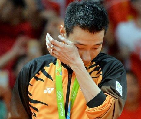 李宗伟向马来道歉 网友:不完美反而造就了另一种伟大