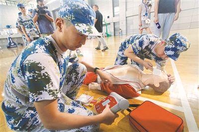 南京高中军训开展红十字培训 28所学校试点