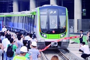"""北京""""最能装""""地铁亮相16号线 载客量比2号线多76%"""
