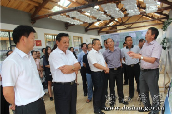 南丹县到独山考察城镇规划建设