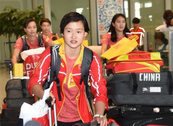 组图:中国跳水队回国