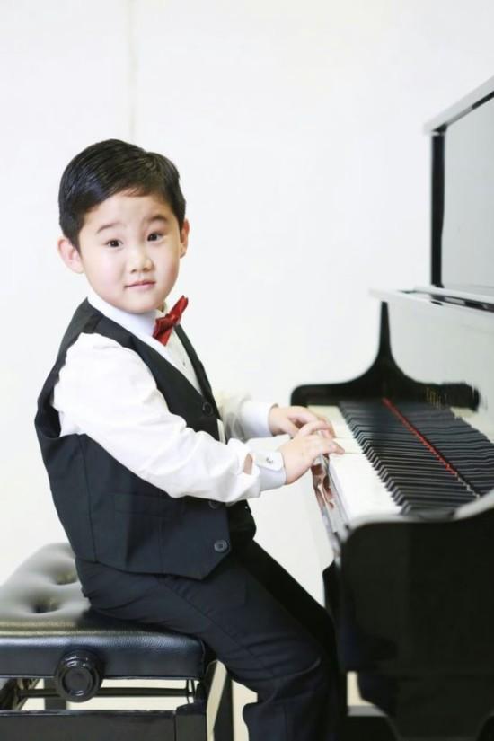 山东小天李明博斩获勃拉姆斯面板钢琴v面板银视频国际装图片