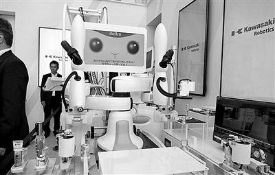 """日本新版""""暖男""""机器人为你下厨做饭"""