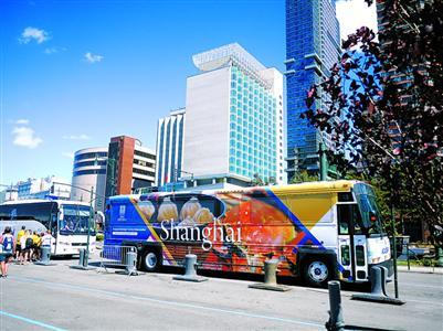 行驶在曼哈顿街头的上海旅游彩绘观光巴士.-沪旅游推介到纽约 上海图片