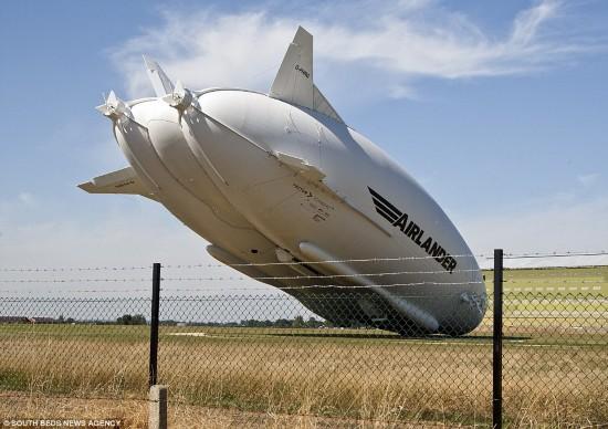 """史上最慢坠机!全球最大飞行器""""飞天屁股""""出事故"""