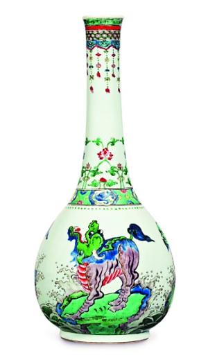 清康熙 五彩瑞兽纹大长颈瓶