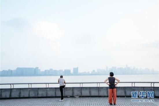 """""""人间天堂""""杭州的普通一天"""