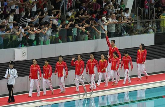 1、奥运金牌跳水及游泳运动员在香港维园与市民见面。(摄影:郭晓桐)