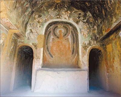 ���石窟中的中心柱窟�c佛塔意象的演�