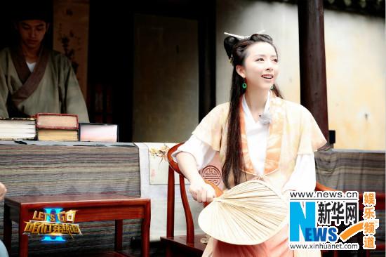 """黄小蕾成史上最卖力老板娘 为招人变身""""舞娘"""""""
