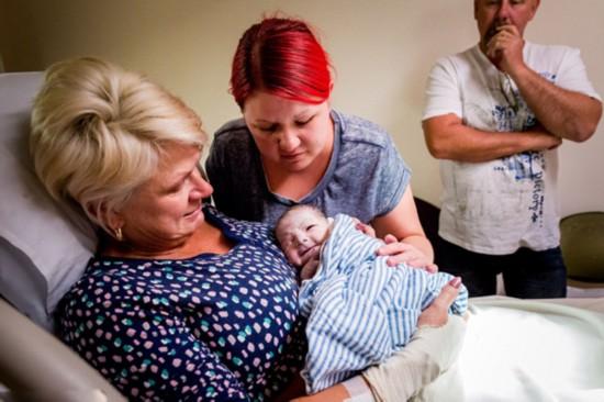46岁母亲为患病女儿代孕生子