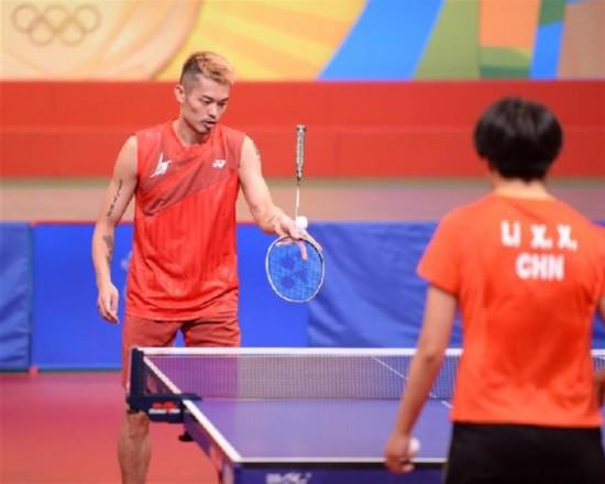 (体育)(4)乒羽奥运健儿与香港市民互动