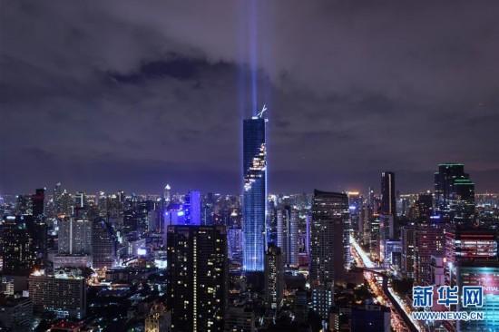 泰国新第一高楼竣工 举行灯光秀