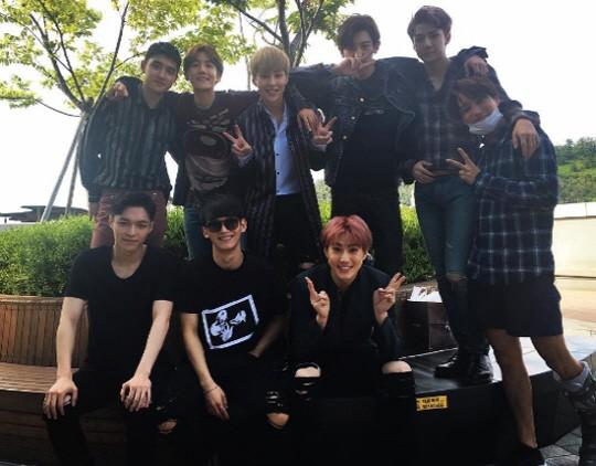 世勋晒EXO九人合体照片 kai带伤同出镜 图