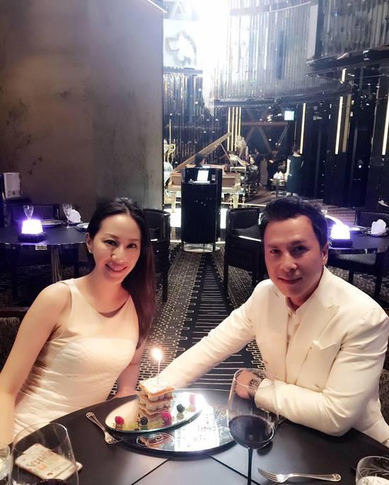 甄子丹烛光晚餐示爱汪诗诗 庆结婚13周年!